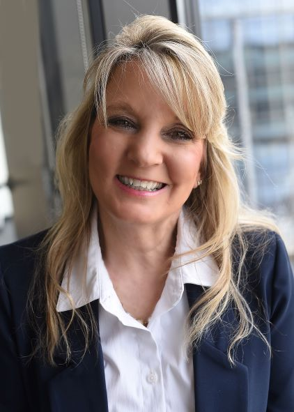 Cindy McGinniss Headshot